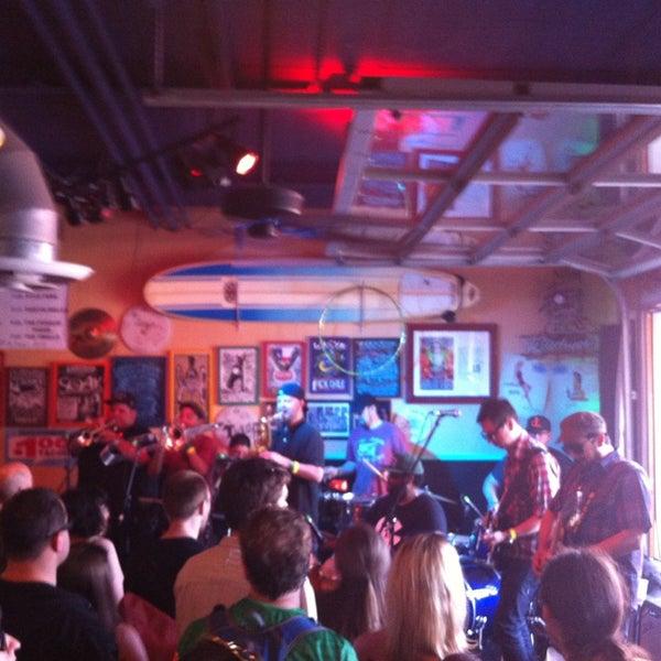 Foto diambil di Lucy's Retired Surfers Bar and Restaurant oleh Gregory H. pada 3/16/2013