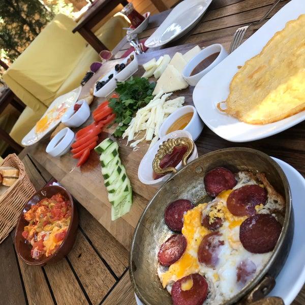9/16/2018に✨がLimoon Café & Restaurantで撮った写真