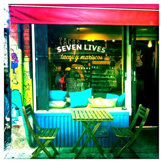 Снимок сделан в Seven Lives - Tacos y Mariscos пользователем Angie R. 5/3/2013