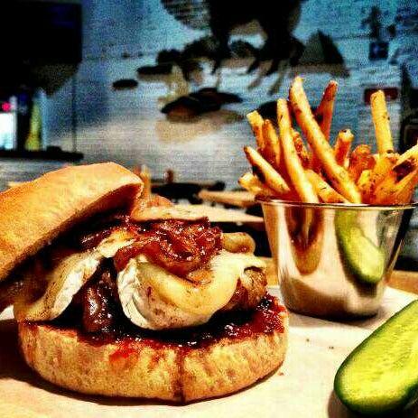 3/24/2013에 Juan Ber C.님이 Smokey's Burger House에서 찍은 사진