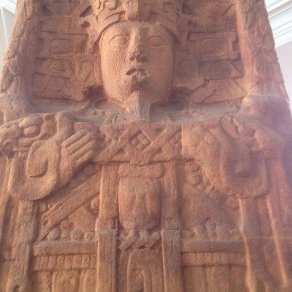 Photo prise au San Diego Museum of Man par Cristina L. le3/19/2013