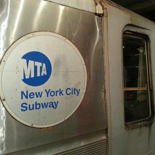 รูปภาพถ่ายที่ New York Transit Museum โดย Michael G. เมื่อ 1/2/2013