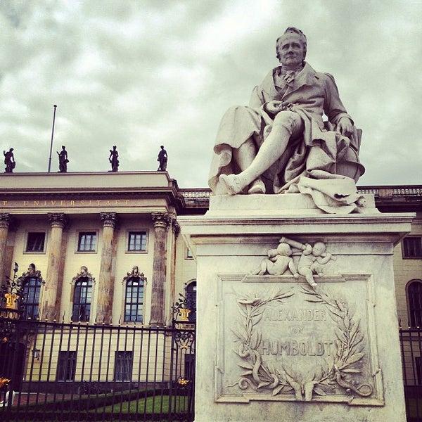 รูปภาพถ่ายที่ Humboldt-Universität zu Berlin โดย Vincent C. เมื่อ 7/14/2013