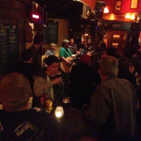 Foto scattata a McMullan's Irish Pub da Bridget M. il 12/1/2012
