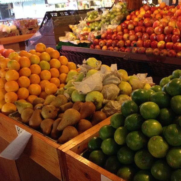 Das Foto wurde bei The Original Farmers Market von Waukena K. am 7/17/2014 aufgenommen