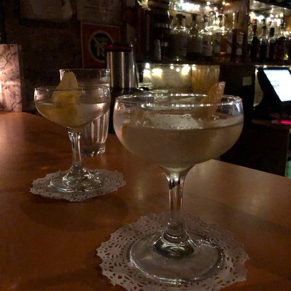 Foto tomada en Grandma's Bar por Kirsty L. el 9/25/2019