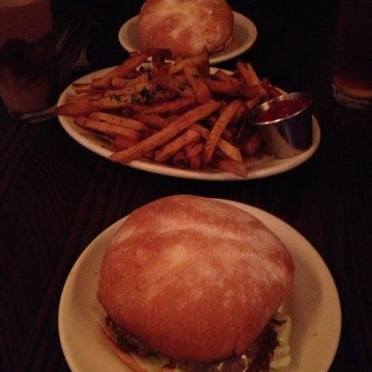 Foto tirada no(a) DMK Burger Bar por Megan B. em 10/19/2012
