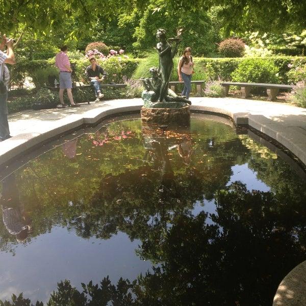 Foto scattata a Conservatory Garden da Sigalle B. il 6/9/2013