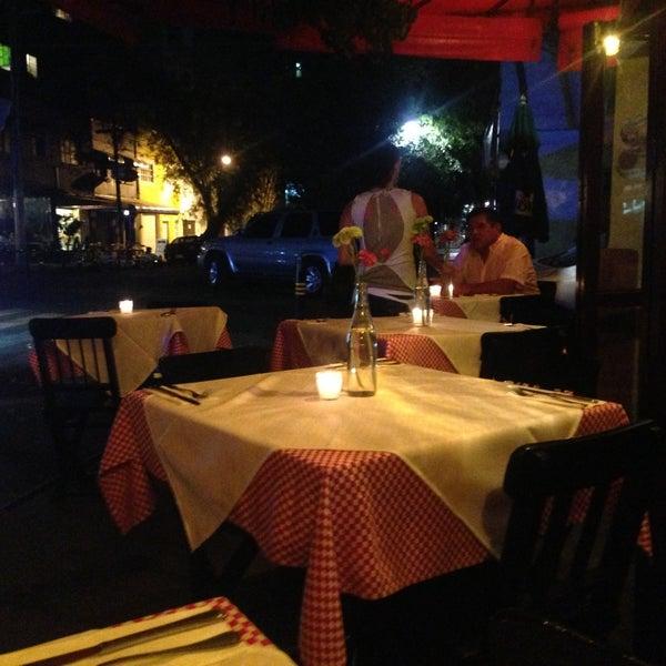 Foto tirada no(a) Café La Gloria por Rodrigo G. em 4/23/2013