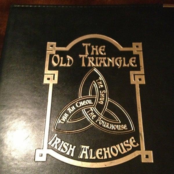 Foto scattata a The Old Triangle Irish Alehouse da Stephanie S. il 4/28/2013