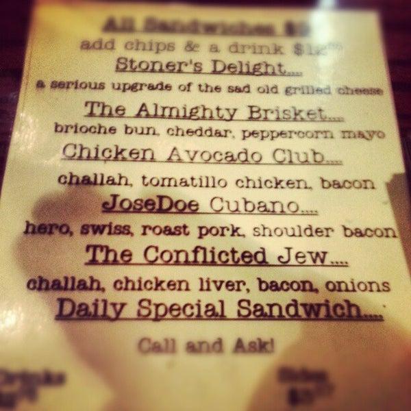 Foto tirada no(a) JoeDough Sandwich Shop por Michael G. em 10/20/2012
