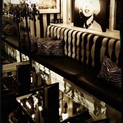 12/3/2011にThomas D.がThe Milestone Hotelで撮った写真