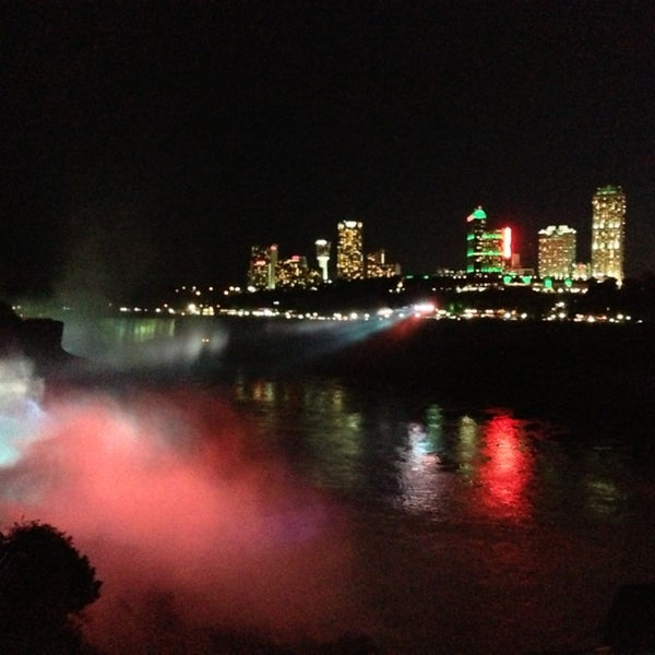 8/6/2013 tarihinde Александр В.ziyaretçi tarafından Niagara Falls USA Official Visitor Center'de çekilen fotoğraf