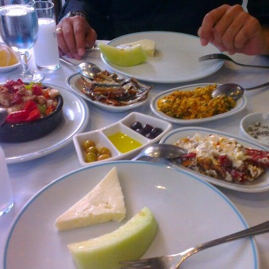 5/1/2013에 Mert E.님이 Cunda Balık Restaurant에서 찍은 사진