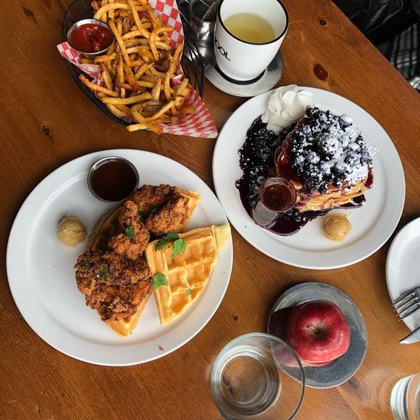 3/5/2019 tarihinde Hannah H.ziyaretçi tarafından SCHOOL Restaurant'de çekilen fotoğraf