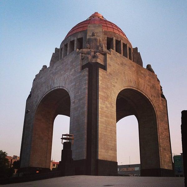 Foto tomada en Monumento a la Revolución Mexicana por Misael O. el 6/18/2013