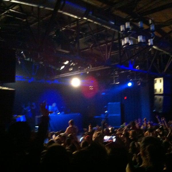 รูปภาพถ่ายที่ Warehouse Live โดย Katrina B. เมื่อ 3/12/2013