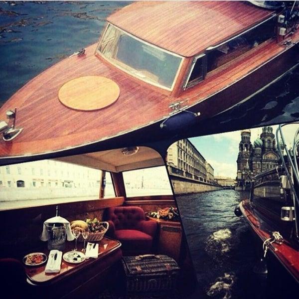 между двумя лодка в аренду спб для фотосессии осенью