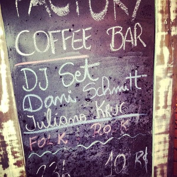 Foto tomada en Factory Coffee Bar por Paulo M. el 7/21/2013