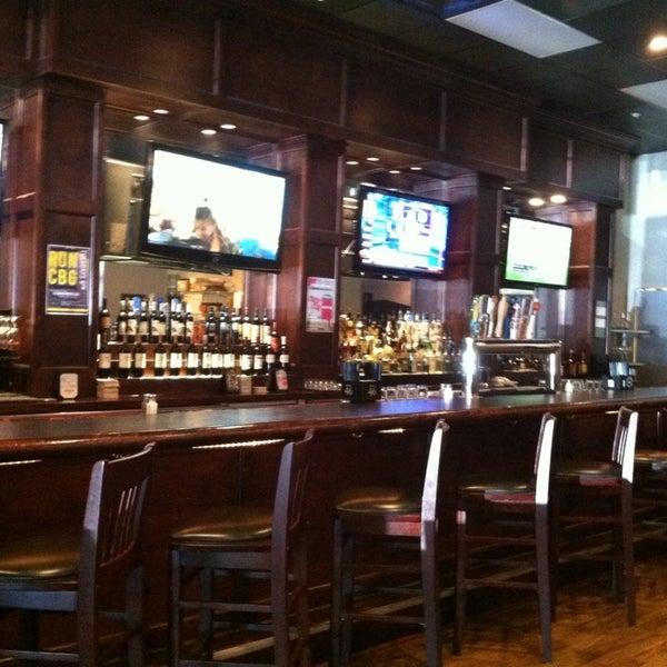 Photo prise au Cameron Bar & Grill par Justin N. le9/14/2013