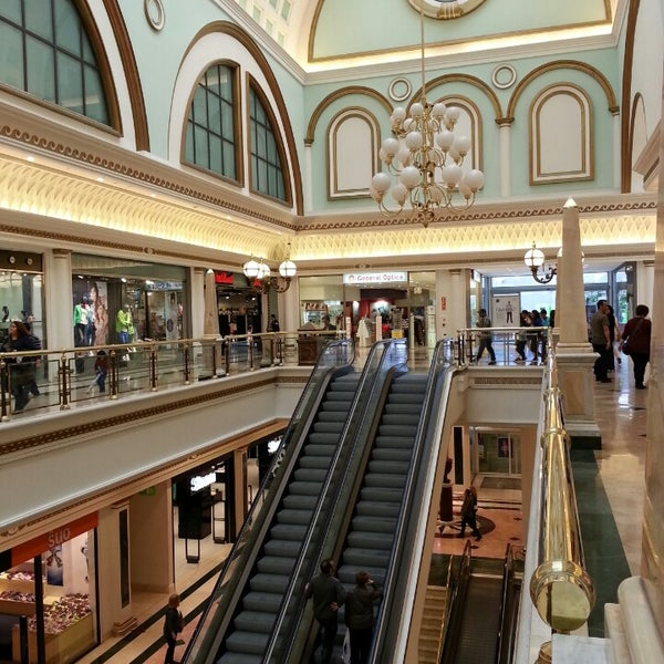 Foto tomada en Centro Comercial Gran Vía 2 por Laia R. el 5/18/2013