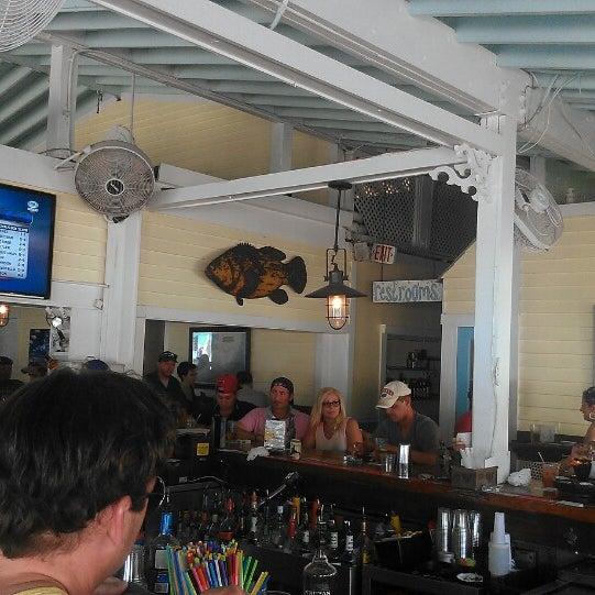 Foto tirada no(a) Southernmost Beach Cafe por Yuta T. em 7/4/2013