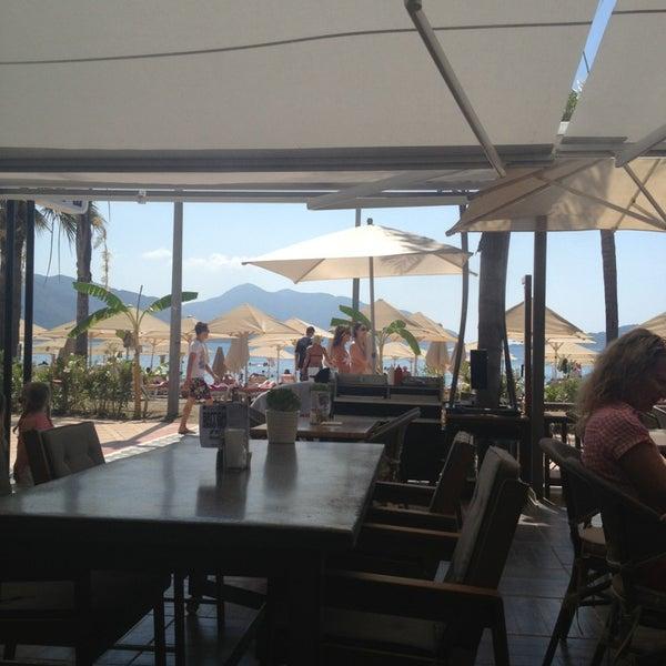 รูปภาพถ่ายที่ Vamos Beach โดย Anna E. เมื่อ 6/30/2013