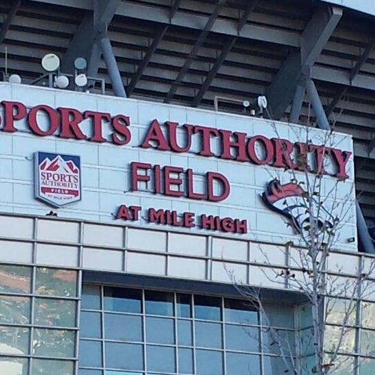 Foto diambil di Broncos Stadium at Mile High oleh Mark K. pada 9/23/2013