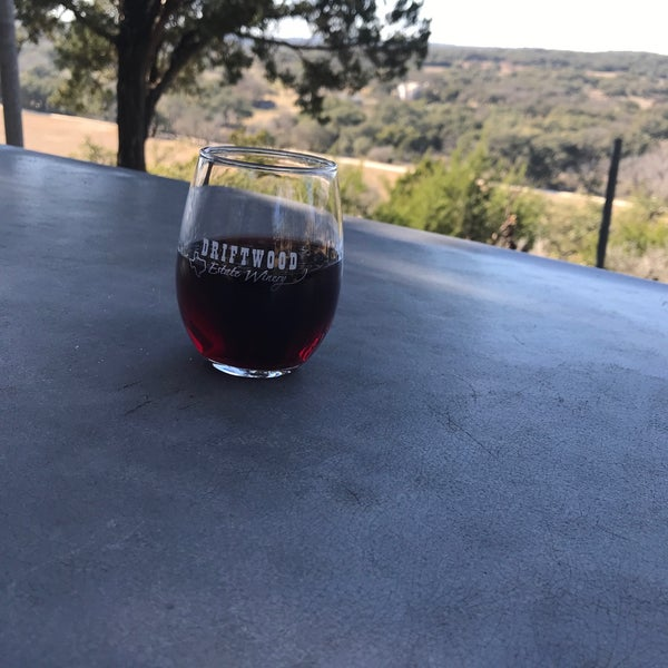 Foto diambil di Driftwood Estate Winery oleh Christina S. pada 1/28/2018