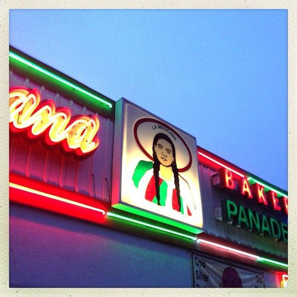 Снимок сделан в La Mexicana Bakery пользователем David C. 9/28/2012