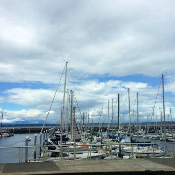 Photo prise au Seattle Sailing Club par Yenel 😎 Y. le6/28/2014