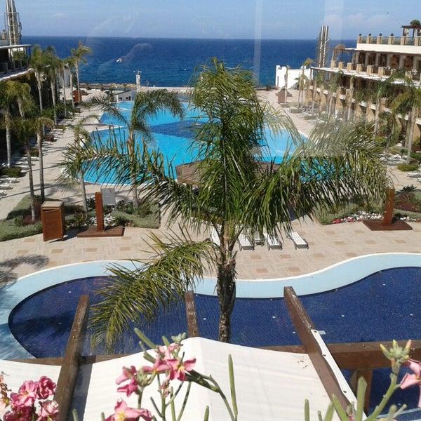รูปภาพถ่ายที่ Cratos Premium Hotel & Casino โดย Mali เมื่อ 3/28/2013