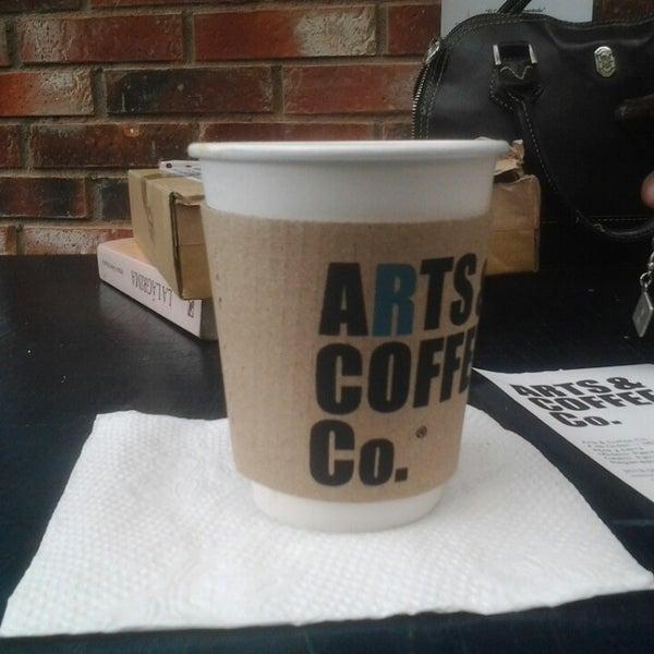Foto diambil di Arts & Coffee Co. oleh Nekolai L. pada 6/22/2013