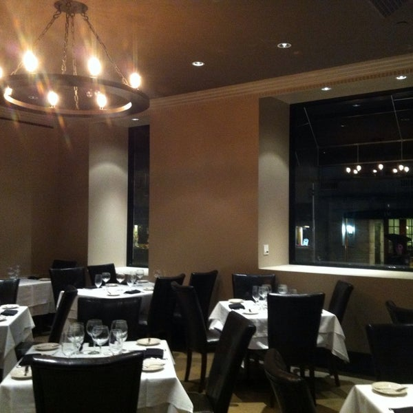 1/7/2014에 Labinot K.님이 Angus Club Steakhouse에서 찍은 사진