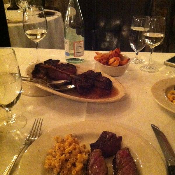 1/19/2014에 Labinot K.님이 Angus Club Steakhouse에서 찍은 사진