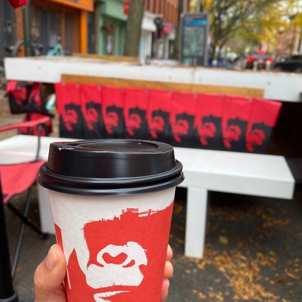 Foto scattata a Gorilla Coffee da Peggy L. il 11/15/2020