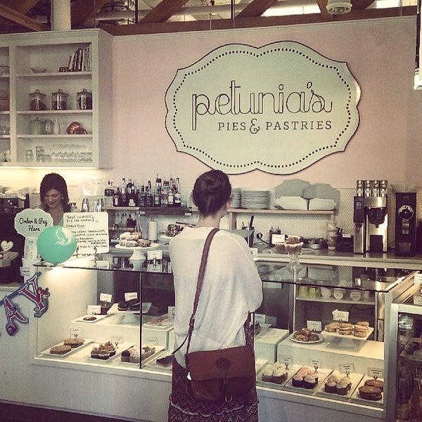 Foto tomada en Petunia's Pies & Pastries por Rebecca R. el 7/28/2013