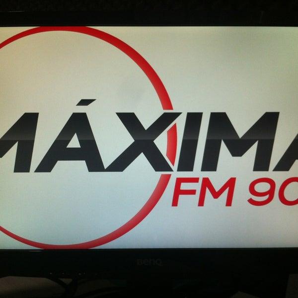 Снимок сделан в Máxima FM пользователем Lyncon B. 3/18/2013