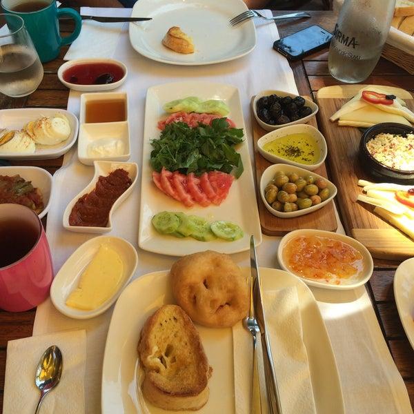 7/23/2015にMelek K.がLimoon Café & Restaurantで撮った写真
