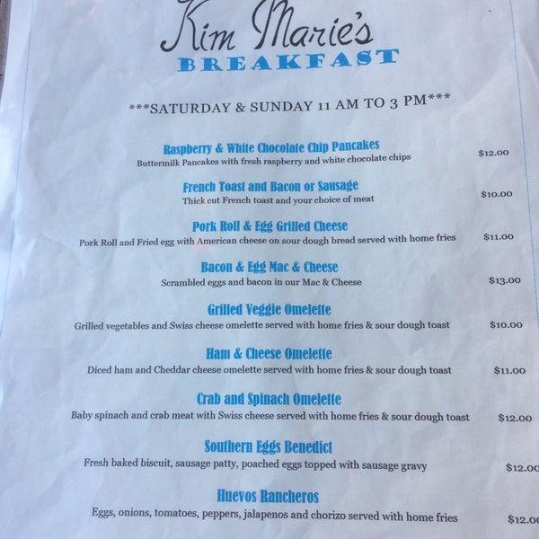 Foto tirada no(a) Kim Marie's Eat n Drink Away por Laura M. em 2/26/2017