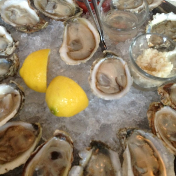 Photo prise au Henlopen City Oyster House par Trish B. le6/3/2013