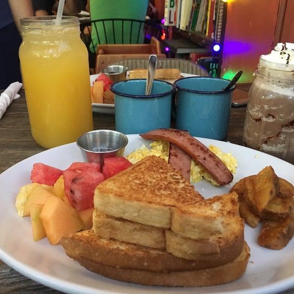 Sumamente delicioso, todo lo que comas aquí es excelente! El servicio maravilloso, es uno de mis lugares favoritos para desayunar ❤️