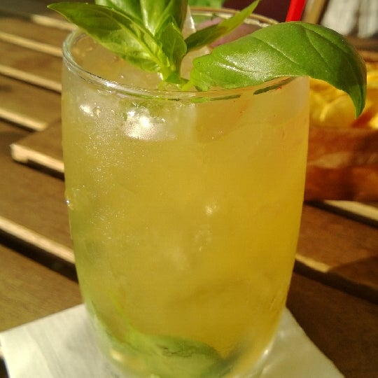 Il miglior locale sui Navigli. Ottimi cocktail, fatevi consigliare da loro!