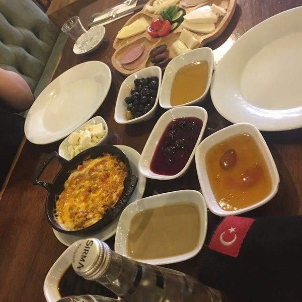 Foto tirada no(a) Evvel Türk Mutfağı por Serkan M. em 12/6/2018