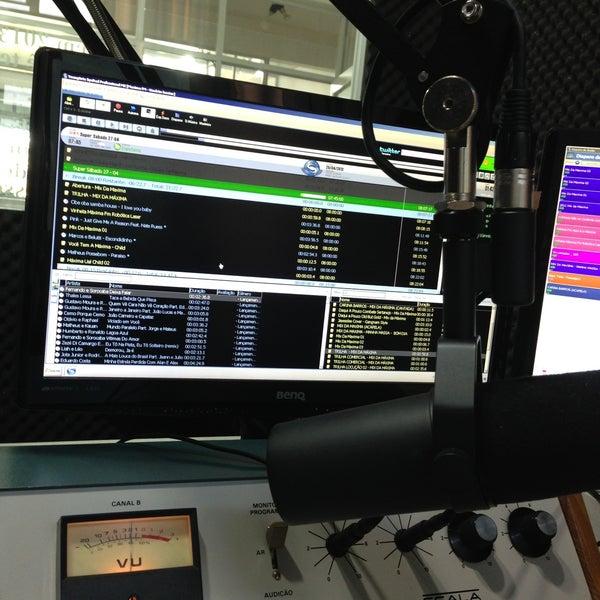 รูปภาพถ่ายที่ Máxima FM โดย Lauren L. เมื่อ 4/26/2013