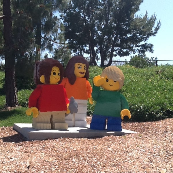 Foto tirada no(a) Legoland California por Melina C. em 4/27/2013