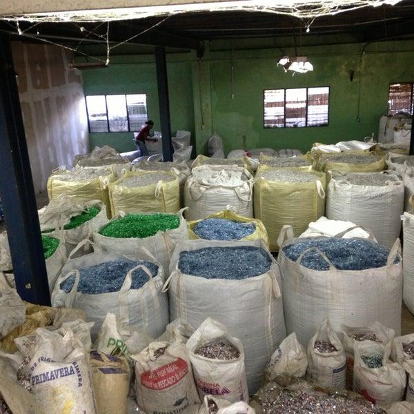 rizek vidal recyclers calle r bajo de haina zona