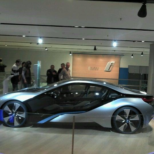 Foto tirada no(a) BMW Welt por Dennis B. em 12/28/2012