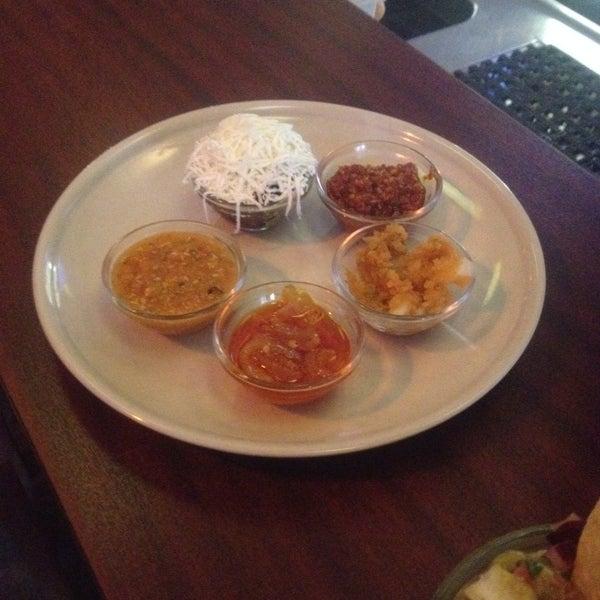 Las salsas muy chidas, y la comida es realmente mexicana!!!! Altamente recomendable!!!