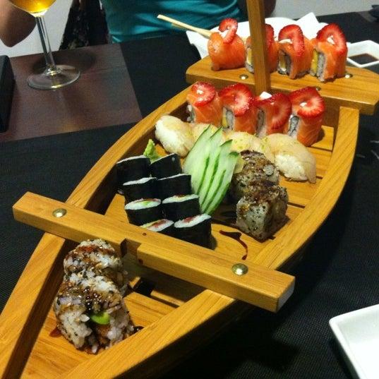 9/16/2012 tarihinde Jesúsziyaretçi tarafından Taiyo Sushi Bar'de çekilen fotoğraf